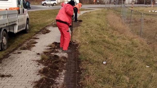 Dočisťovanie magistrátnych chodníkov vo Vajnoroch